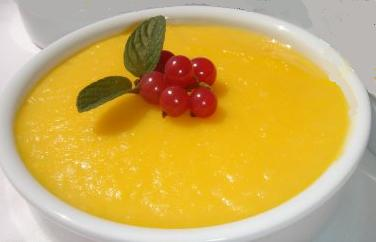 Crema de naranja light con grosellas